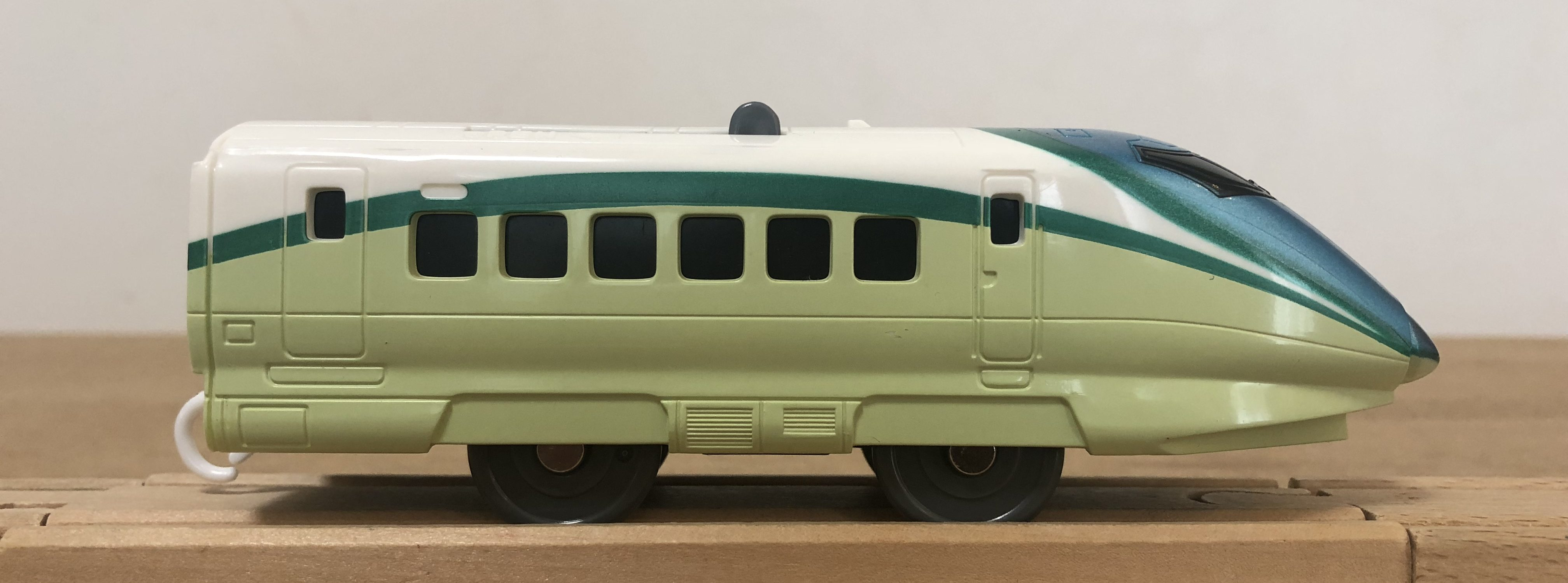 プラレール ぼくもだいすき! たのしい列車シリーズ E3系新幹線とれいゆ